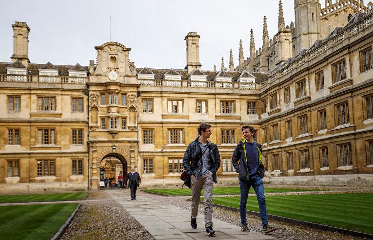 Студенты в Кембриджском университете