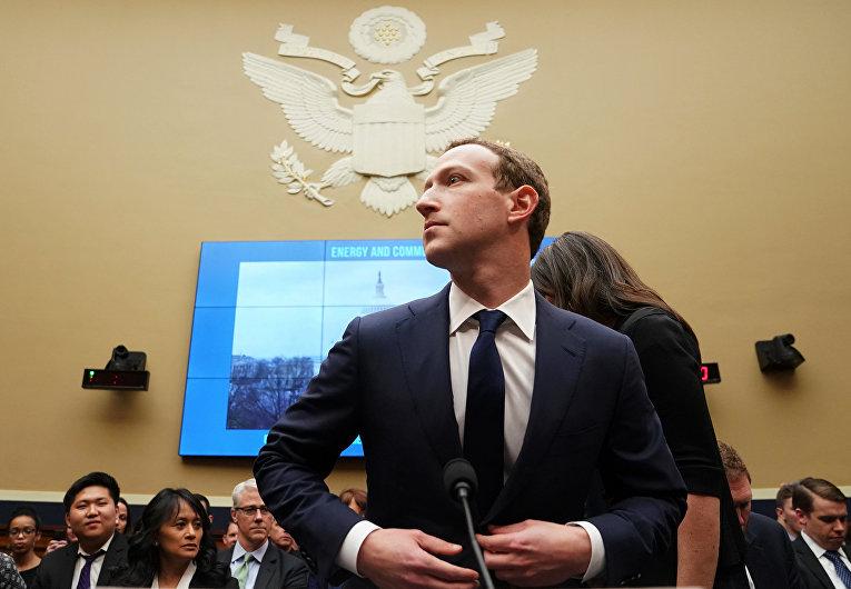 Генеральный директор Facebook Марк Цукерберг дает показания на Капитолийском холме в Вашингтоне