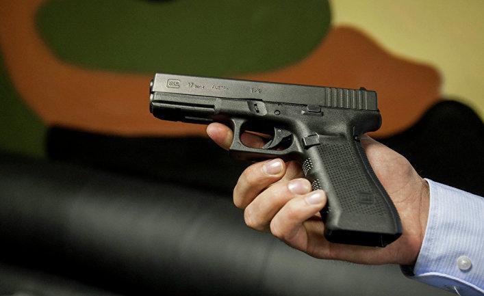 """Австрийский пистолет """"Глок-17"""", используемый в Стрелковом клубе """"Сибирь"""""""