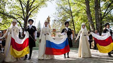 """Участники на фестивале пива """"Ирон баганы-2017"""" в Южной Осетии. 27 сентября 2017"""