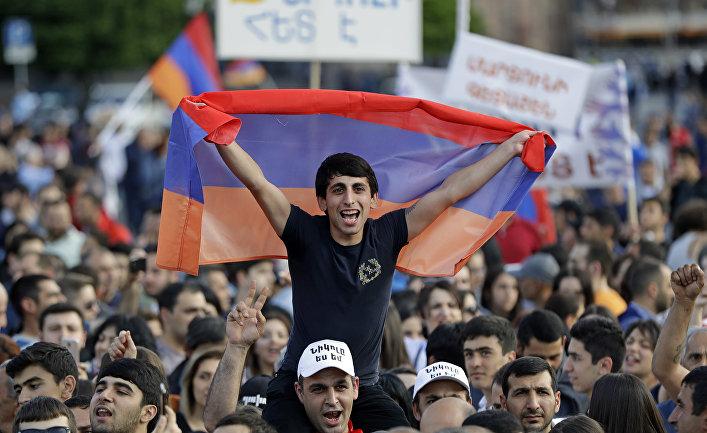 Участники митинга в Ереване. 30 апреля 2018