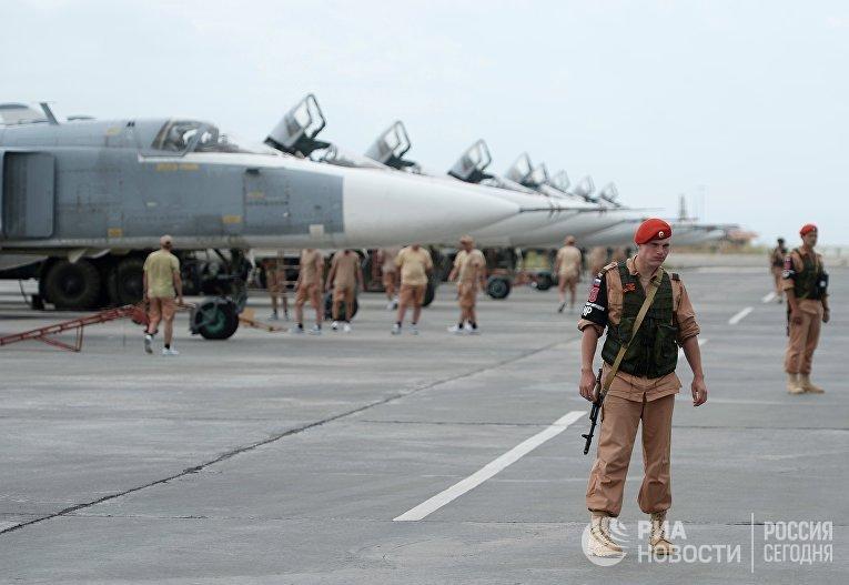 Российские военнослужащие на авиабазе «Хмеймим» в Сирии