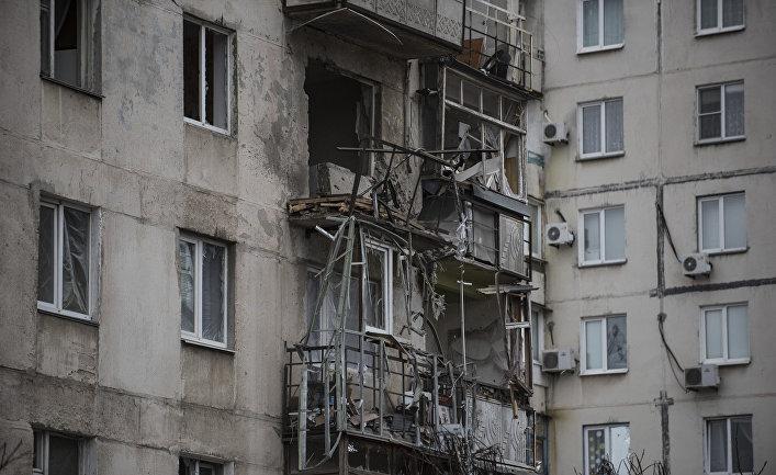 Дом в Мариуполе, поврежденный во время обстрела