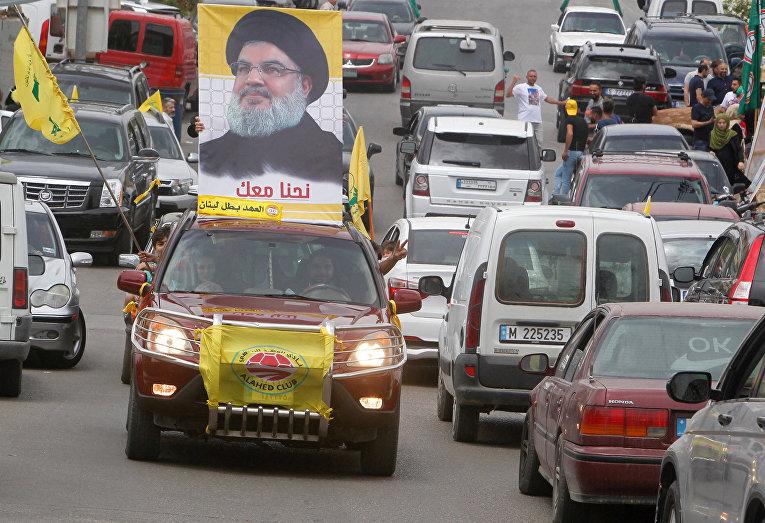 Плакат с изображением лидера Хезболлы Хасана Насраллы в Ливане
