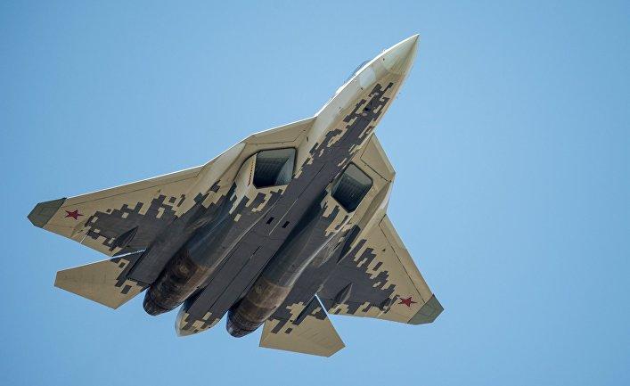 Многофункциональный истребитель Су-57 на репетиции воздушной части парада Победы в Москве