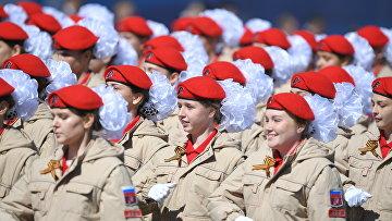 """Парадный расчет """"Юнармии"""" на военном параде, посвященном 73-й годовщине Победы в ВОВ"""