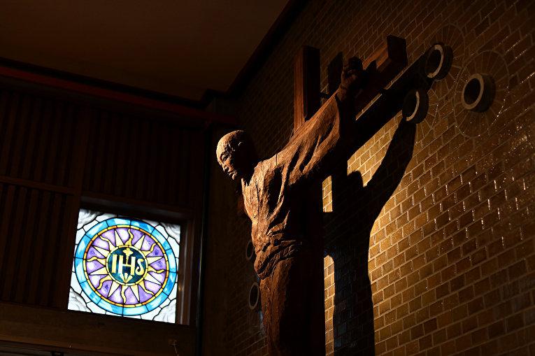 Скульптура распятого японского христианина Святого Павла Мики в музее 26 японских мучеников из Нагасаки