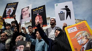 Акция протеста против выхода США из ядерной сделки в Тегеране