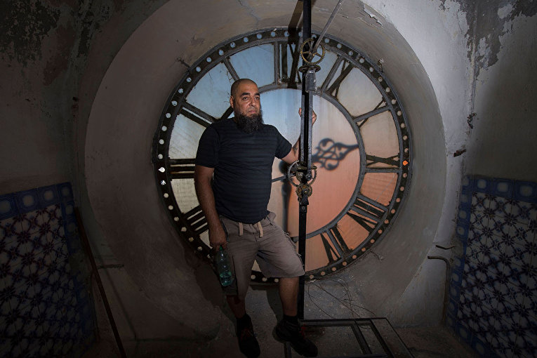 Уругвайский смотритель часов Абдель Гаффар