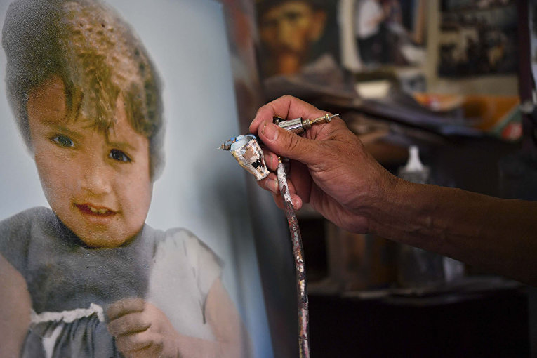 66-летний мексиканский реставратор фотографий Сальвадор Алехандро Казас