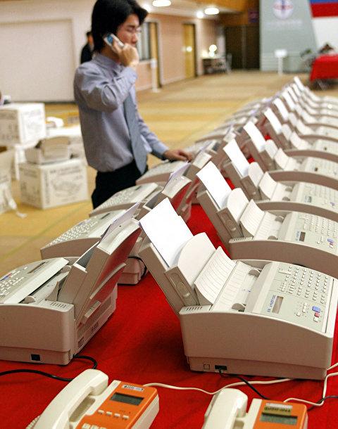 Работа факсимильных аппаратов в штаб-квартире центрального избирательного комитета Тайваня