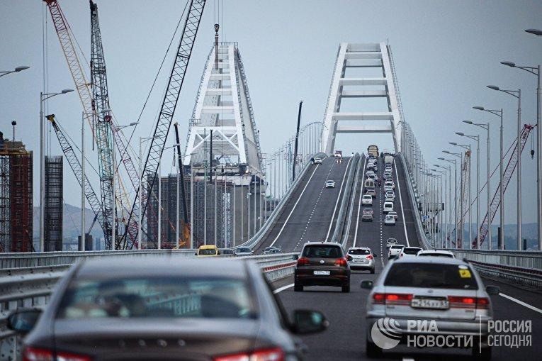 Начало автомобильного движения по Крымскому мосту