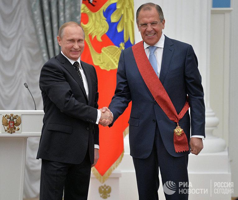 Президент России Владимир Путин и министр иностранных дел РФ Сергей Лавров