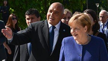 Премьер-министр Болгарии Бойко Борисов и канцлер Германии Ангела Меркель перед саммитом ЕС в Софии. 17 мая 2018