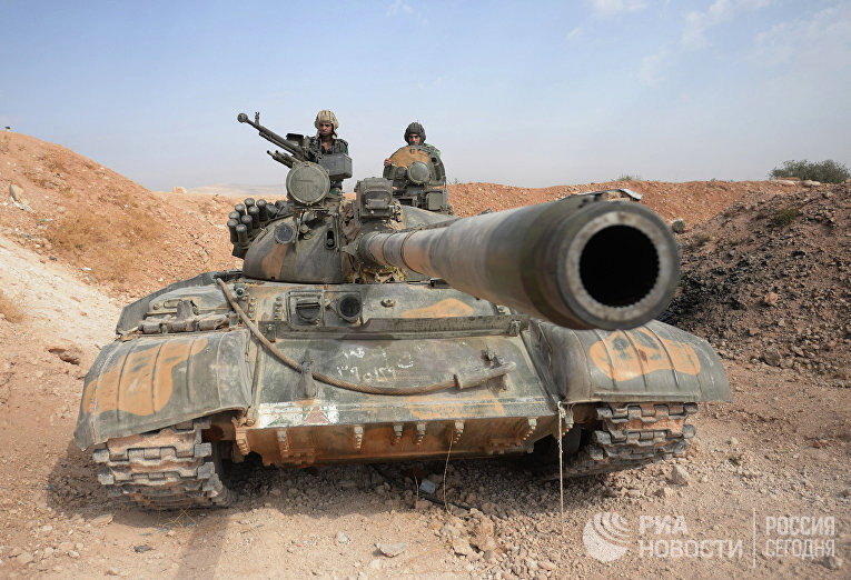 Бойцы 10-й дивизии 2-го корпуса САА у города Катана в Сирии