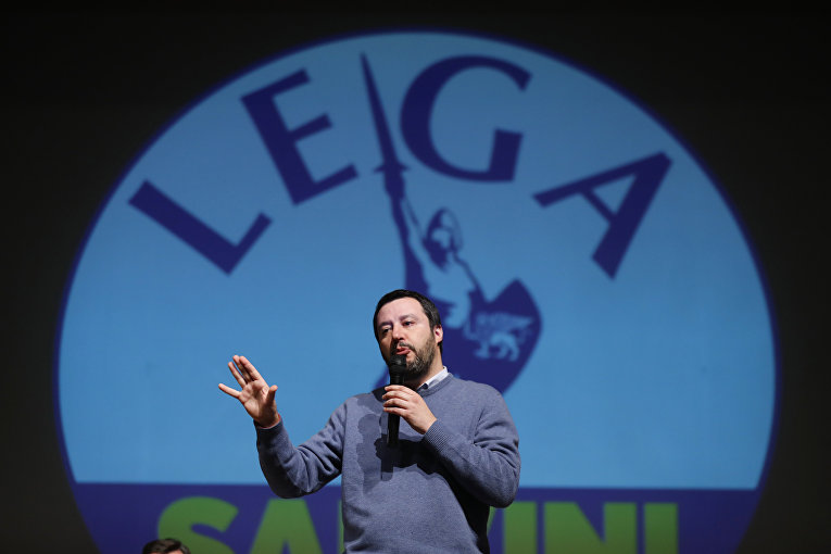 """Лидер политической силы """"Лига севера"""" Маттео Сальвини во время предвыборной кампании в Вероне"""