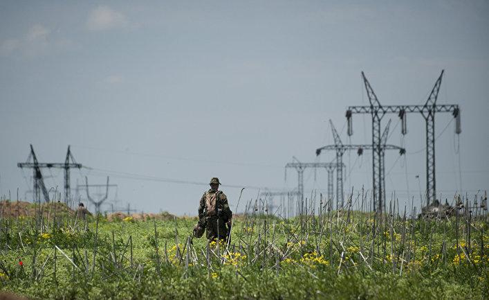 Украинский военный в районе Марьинки в Донецкой области