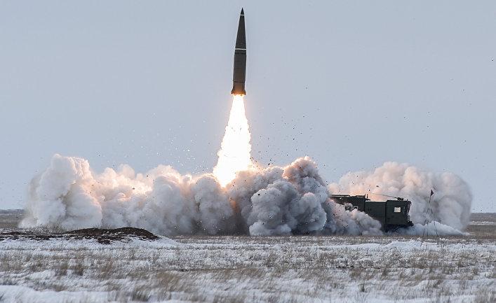 """Пуск баллистической ракеты оперативно-тактического ракетного комплекса """"Искандер-М"""""""