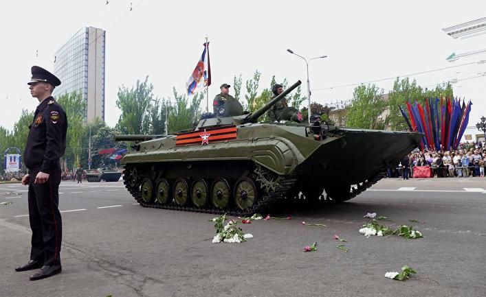 Боевая машина пехоты БМП-3 на военном параде в Донецке, посвященном 73-й годовщине Победы в Великой Отечественной войне. 9 мая 2018