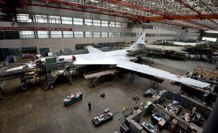 Стратегические бомбардировщики ТУ-160 в цехе Казанского авиазавода