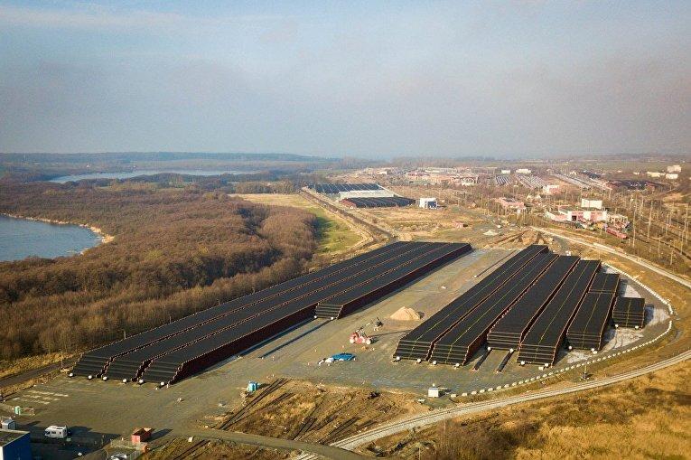 """Трубы для строительства газопровода """"Северный поток - 2"""" недалеко от порта Мукран, Германия"""