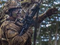 Американский солдат на военных учениях, Гавайи