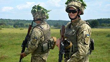 Солдаты ВСУ во время учений во Львовский области