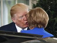 Президент Дональд Трамп приветствует канцлера Германии Ангелу Меркель в Белом доме в Вашингтоне