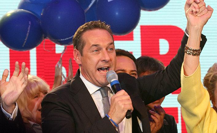 Лидер праворадикальной австрийской Партии свободы Хайнц-Кристиан Штрахе после победы на выборах в Вене