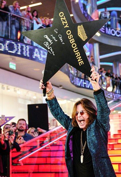 Оззи Озборн подписал именную звезду на аллее Славы в Vegas Крокус Сити