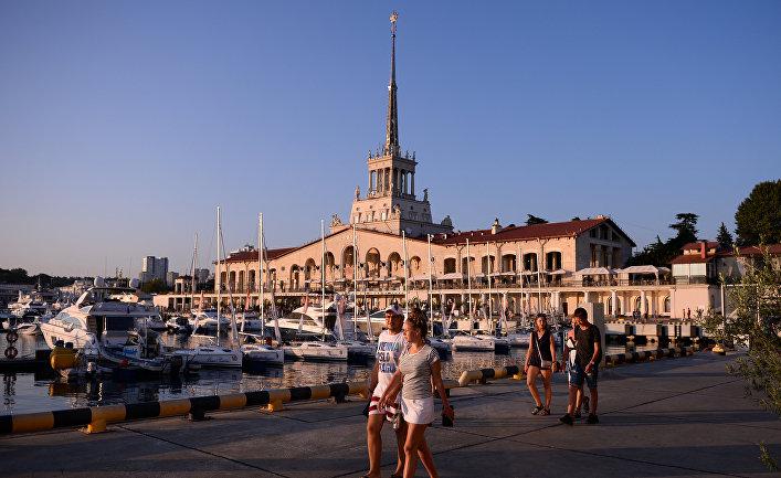Вид на здание Морского вокзала в Сочи