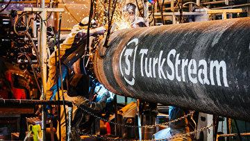 """Символьный сварной шов, который знаменует окончание кампании по укладке морских трубопроводов первой нитки """"Турецкого потока"""""""
