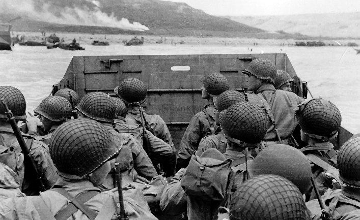 Американский десант приближается к месту высадки на берег «Омаха»