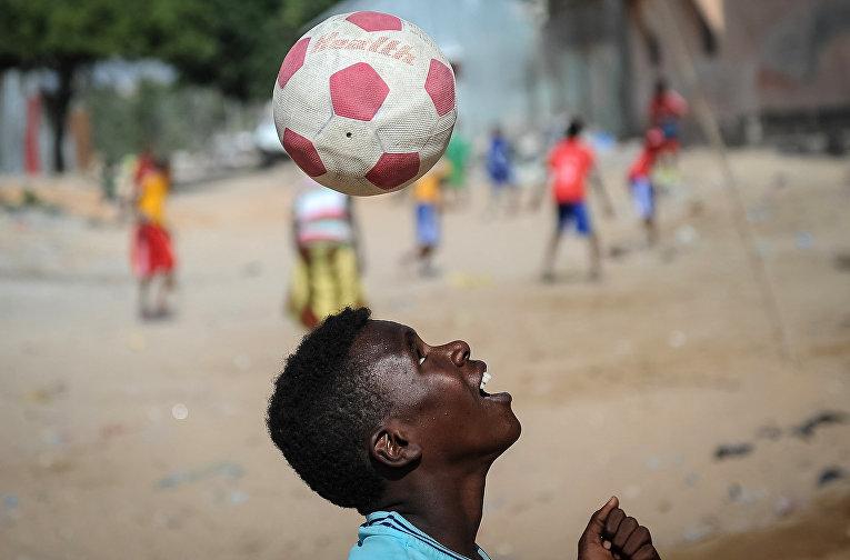 Уличный футбол в Могадишо, Сомали