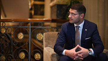 Глава российской контактной группы по Ливии Лев Деньгов во время интервью