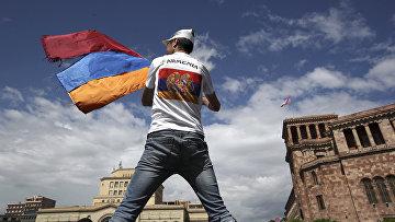Демонстрации на площади Республики в Ереване