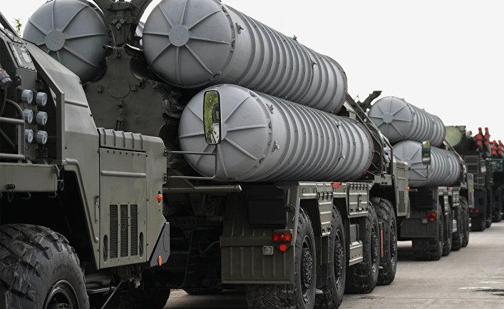 Ракетный комплекс С-400 во время подготовки боевой техники к участию в военном параде