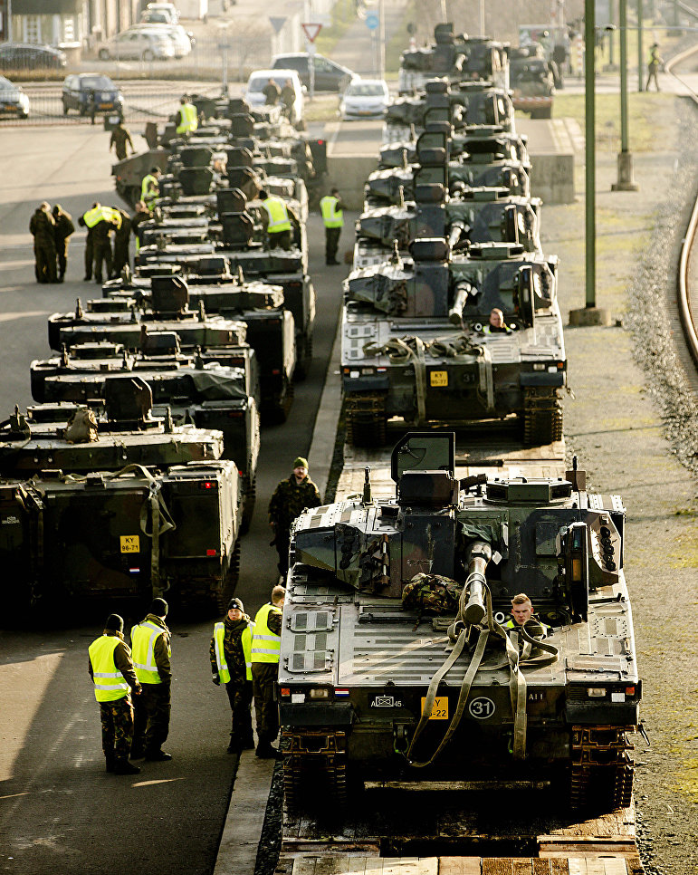 Танки НАТО на железнодорожной станции в Стенвейке, Нидерланды