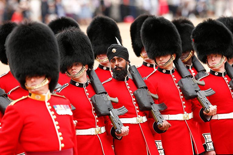 Репетиция парада ко дню рождения королевы Великобритании Елизаветы II в Лондоне