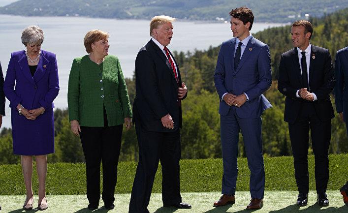 Лидеры стран во время саммита G-7 в Шарлевуа