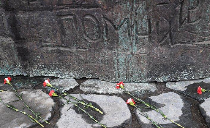 "Памятник ""Стена скорби"" в Москве"