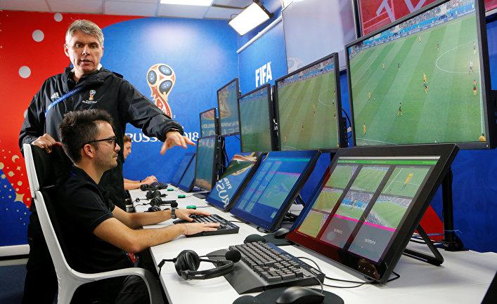 Демонстрация системы VAR (Video Assistant Referee) в Москве