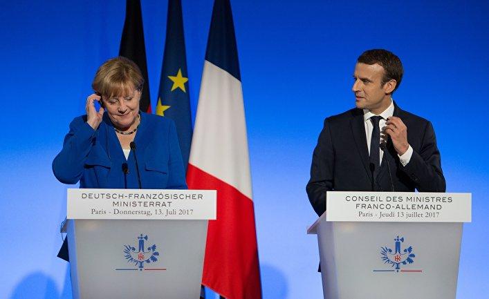 Ангела Меркель и Эммануэль Макрон во время совместной пресс-конференции в Париже. 13 июля 2017
