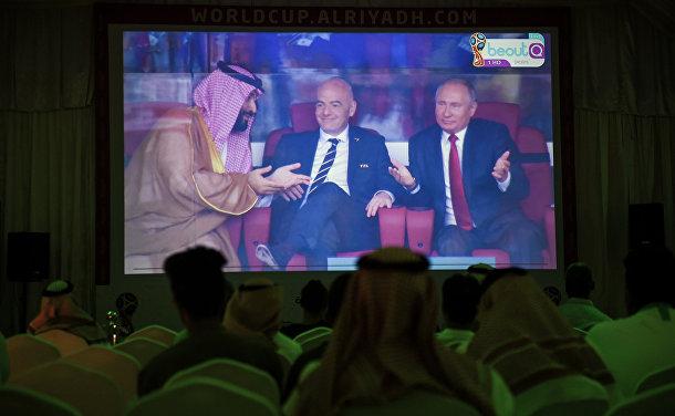 Президент РФ Владимир Путин, наследный принц Саудовской Аравии Мухаммед ибн Салман Аль Сауд и президент FIFA Джанни Инфантино на стартовом матче группового этапа чемпионата мира по футболу между сборными России и Саудовской Аравии