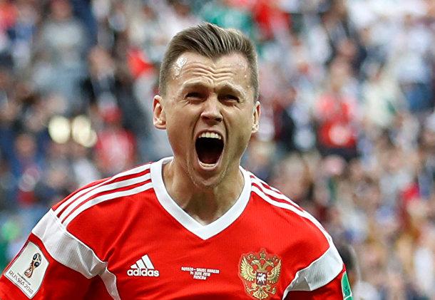 Денис Черышев радуется своему второму голу
