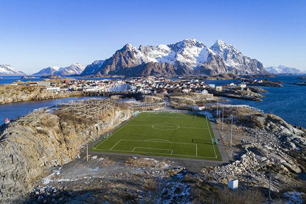 Футбольный стадион в норвежской деревне Хеннингсвер