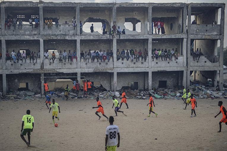 Сомалийцы играют в футбол