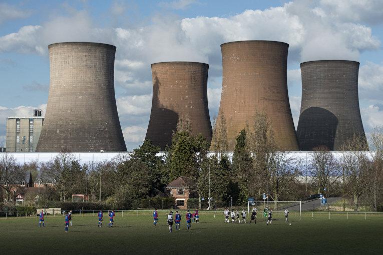 Футбольный матч неподалеку от Рагли, Англия