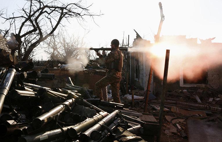 Украинский военнослужащий в Авдеевке