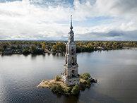 Колокольня Николаевского собора в городе Калязин Тверской области.